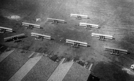 Bombardieri Caproni sul campo di Aviano