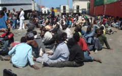 Immigrati: mezzo milione pronti allo sbarco in Italia. L'Europa fa finta di nulla. Il Governatore della Toscana, Enrico Rossi, chiede più po...