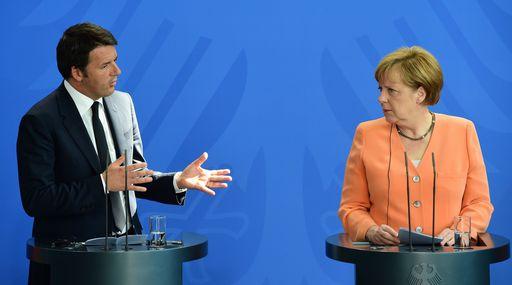 Merkel - Renzi con sfondo di parete blu