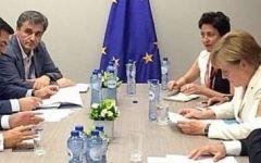 Grexit: posizioni distanti ma si tratta a oltranza. La Merkel sotto accusa
