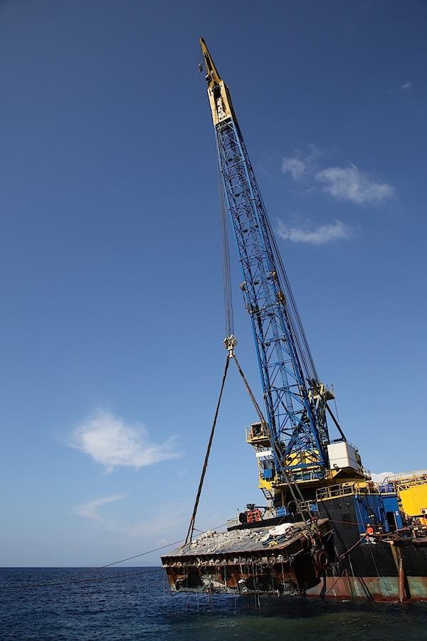 Ripulito il mare del Giglio dalla prima piattaforma utilizzata per il recupero della Costa Concordia