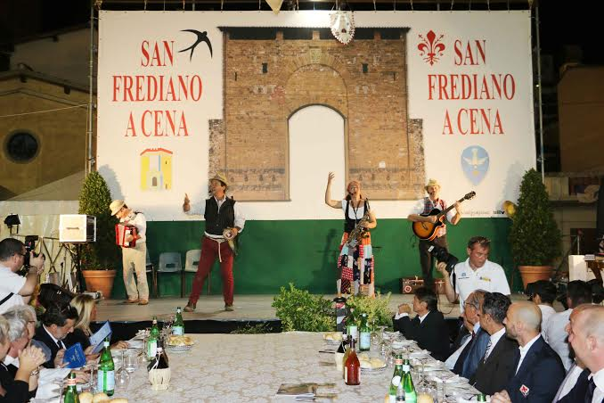 La grande cena in piazza di Cestello, grande appuntamento annuale per San Frediano. Torna il 6 settembre