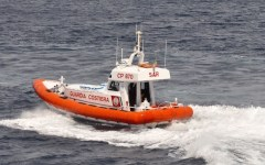 Livorno, in mare di notte sul pattino: salvati dalla Capitaneria di porto