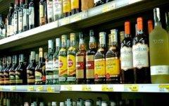 Firenze, minimarket in centro storico: stop agli alcolici dopo le 21 e maxi multe a chi sgarra