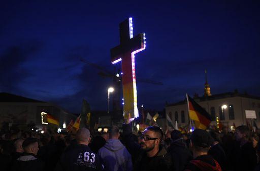 Supporters di Pegida a Dresda