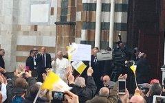 Papa Francesco a Prato, incontro con 30 mila fedeli