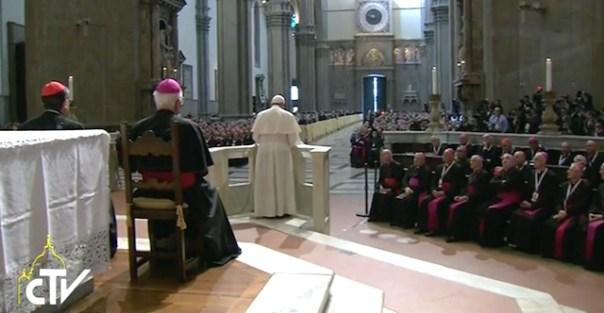 Il Papa parla ai fedeli in Cattedrale