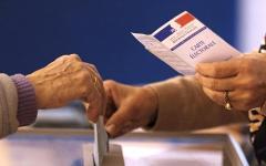 Francia elezioni regionali: sconfitto il Front di Marine Le Pen (0 regioni); avanza Sarkozy (7); reggono i socialisti (6)