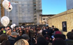 Firenze, flash mob per David Bowie: in tanti a Santa Maria Novella per ricordarlo