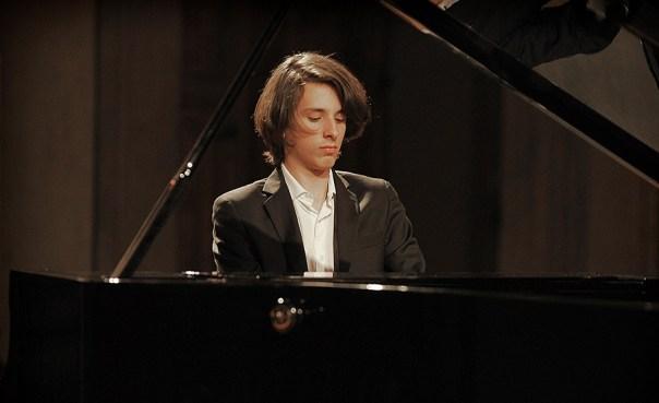 Il giovane pianista Nicolas Giacomelli, che inaugura «Careggi in musica»