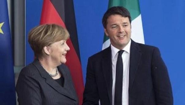 La Merkel e Renzi in occasione dell'incontro di Firenze, sotto il David, alla Galleria dell'Accademia