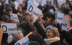 Aborto clandestino depenalizzato ma con multe fino a 10 mila euro: donne in rivolta sui social network