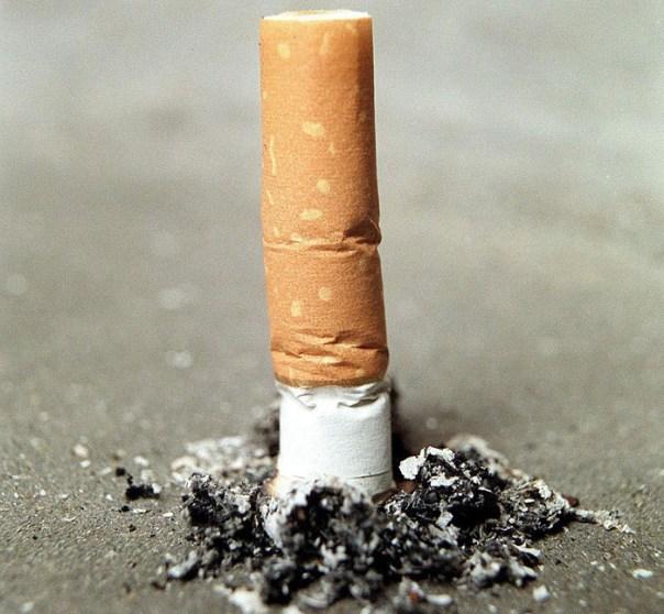 Occhio a buttare i mozziconi di sigaretta: fioccano multe da 30 a 1560 euro