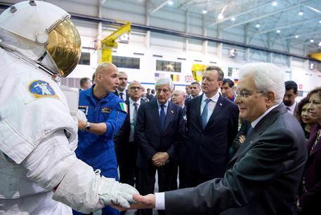 Il presidente della Repubblica, Sergio Mattarella, al Johnson Space Center della Nasa, dove ha incontrato gli astronauti italiani, tra i quali Samantha Cristoforetti