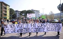 Banca Etruria: a Pontassieve, casa Renzi, manifestazione rumorosa delle vittime del  salvabanche