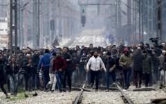Migranti: Italia in allarme. Scontri a Calais e ai confini Grecia-Macedonia