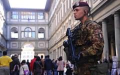 Firenze: centro storico assediato dai turisti. E presidiato da polizia e militari
