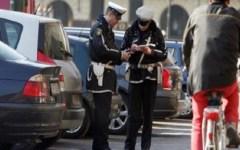 Firenze, divieto di sosta: niente multa per chi parcheggia nelle strisce blu. Solo integrazione di pagamento