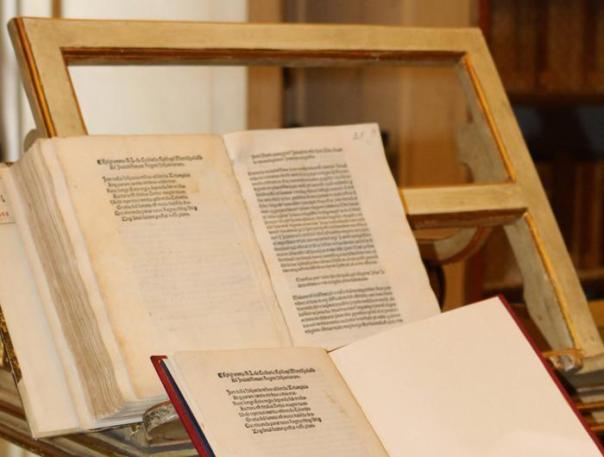 La lettera con la quale Cristoforo Colombo annunciava la scoperta del 'Nuovo Mondo', rubata a Firenze e poi rivenduta negli Stati Uniti, recuperata dai carabinieri dei beni culturali (Tpc), 18 maggio 2016. La missiva, stampata nel 1493, viene ritenuta di eccezionale pregio storico-archivistico. ANSA / US CARABINIERI +++ANSA PROVIDES ACCESS TO THIS HANDOUT PHOTO TO BE USED SOLELY TO ILLUSTRATE NEWS REPORTING OR COMMENTARY ON THE FACTS OR EVENTS DEPICTED IN THIS IMAGE; NO ARCHIVING; NO LICENSING+++