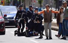Firenze, viale Matteotti: scippatore bloccato dai vigili urbani che facevano i rilievi sull'incidente mortale