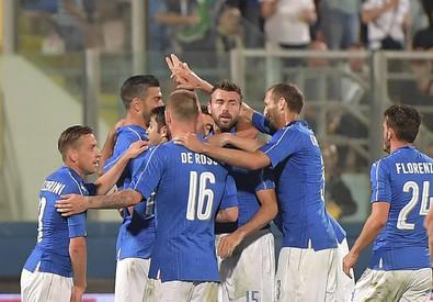 Italia-Scozia a Malta: gli azzurri esultano dopo il gol di Pellè