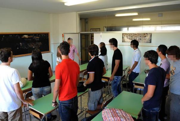 Scuola liceo studenti aula scolastica
