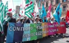 Scuola: sciopero, cortei e proteste in tutt'Italia, anche a Firenze. Bloccata l'attività didattica