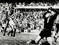 20060703 - ROMA - SPR - MONDIALI: RIVERA,GERMANIA CON NOI VINCE SOLO AMICHEVOLI Una foto di archivio della partita dei campionati mondiali in Messico nel 1970 con la finale della partita Italia - Germania vinta dall' Italia 4- 3. Nella foto si vede il  goal della vittoria di Rivera e la disperazione del portiere Mayer. ARCHIVIO ANSA/DEF