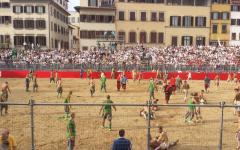 Calcio storico 2016, Bianchi in finale: vincono per 8 a 5 sui Verdi (da applausi anche loro). Dopopartita con rissa. Pierguidi: mi dimetto (...