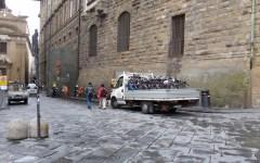 Firenze, lotta al degrado: a maggio rimosse 92 biciclette e 7 motoveicoli, cancellate 30 scritte murali