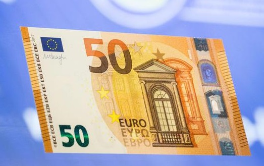 epa05408913 The new 50 Euro bank note can be seen after its presentation at the headquarters of the European Central Bank (ECB), in Frankfurt/Main, Germany, 05 July 2016.  EPA/FRANK RUMPENHORST