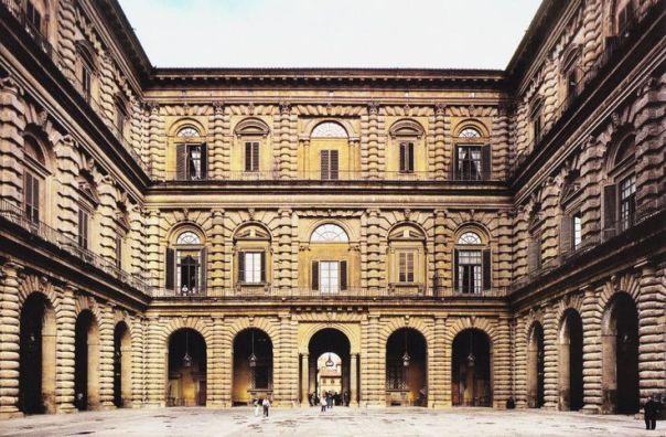 Il cortile dell'Ammannati a Palazzo Pitti, nel quale vengono allestite le opere