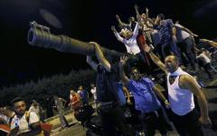 Turchia: colpo di stato fallito, il governo riprende il potere. 90 morti, oltre 1500 militari arrestati