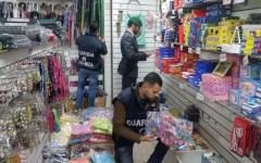 Economia, Brescia: sequestrati a un negozio cinese quasi 150.000 oggetti privi di indicazione di legge