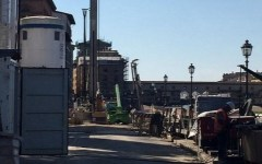 Firenze, lungarno Torrigiani: proseguono i lavori per la stabilità della spalletta