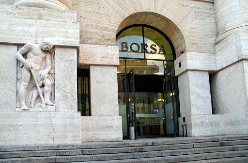 Borsa chiude in calo con popolari, Mps e Finmeccanica