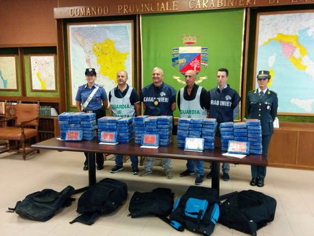 Droga: 134 kg di cocaina in auto, arrestati