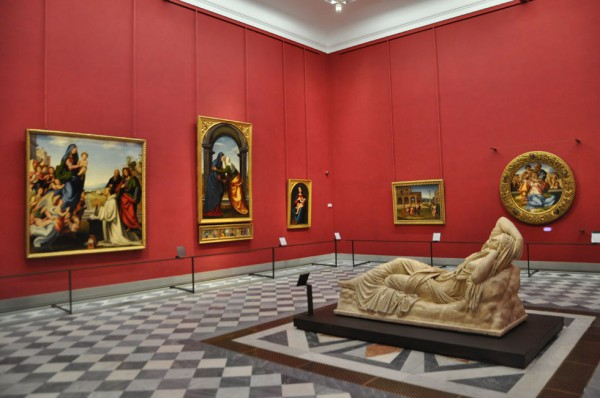 La sala 35 della Galleria degli Uffizi, aperti sabato 24 a 1 euro dalle 19 alle 23