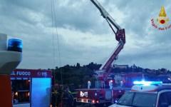 Firenze: cade in Arno dalla spalletta, salvata dai vigili del fuoco (video e fotogallery)