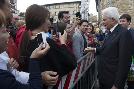 Il presidente della Repubblica, Sergio Mattarella, in piazza dell Signoria
