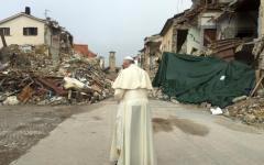 Terremoto:  Papa Francesco visita le tendopoli di Amatrice e del Tronto (fotogallery)