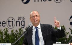 Referendum, Alfano: il governo non chiederà il rinvio, ma accoglierà ben volentieri richieste di altri
