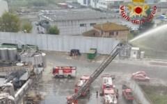 Castelfiorentino: incendio nella notte in un silos. Intervengono vigili del fuoco da Firenze, Arezzo e Prato