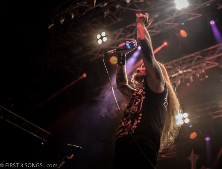 first3songs-olga-devildriver-metaldays-web-7325