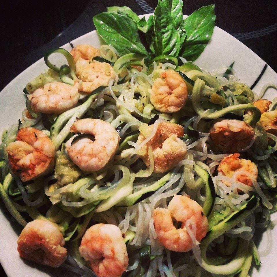 Garnelen mit Shirataki-Nudeln und Zucchini-Spaghetti