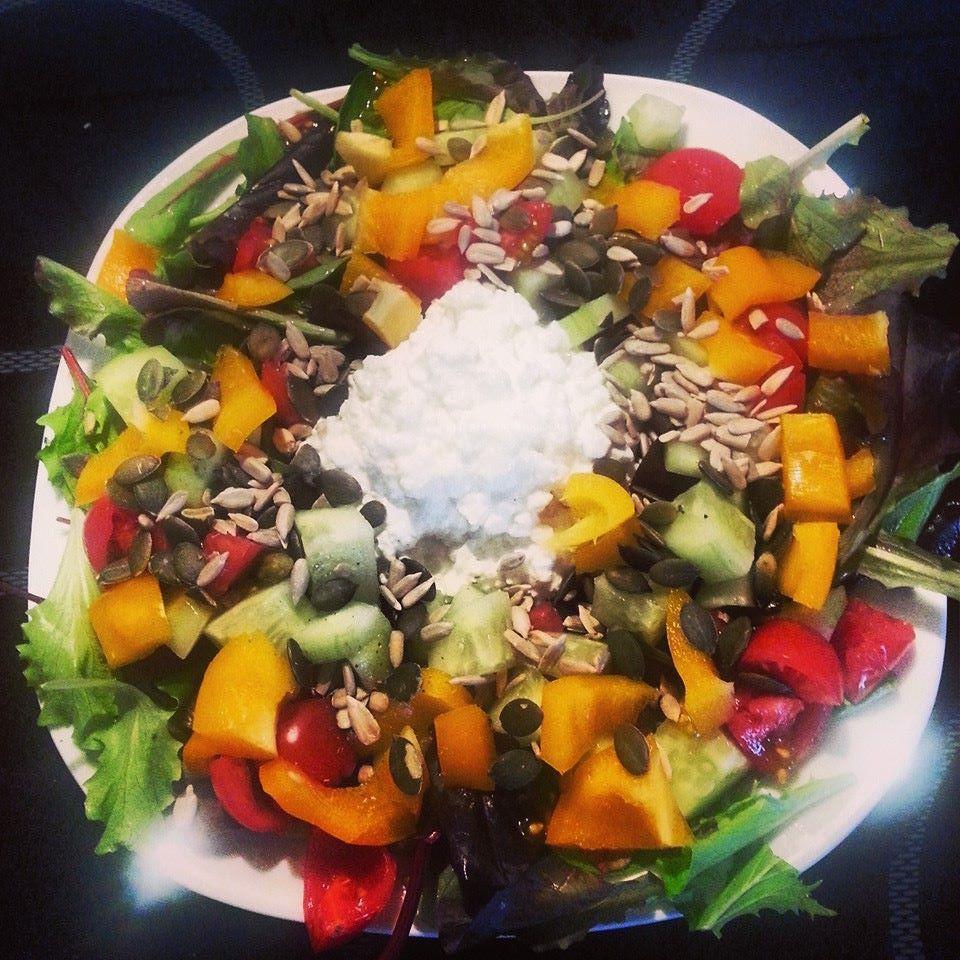 Kerniger Salat mit Hüttenkäse