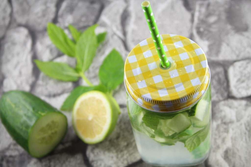 Schlankmacher: Wasser mit Zitrone, Minze und Gurke