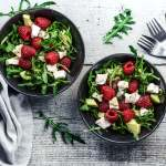 Salat mit Avocado & Himbeeren