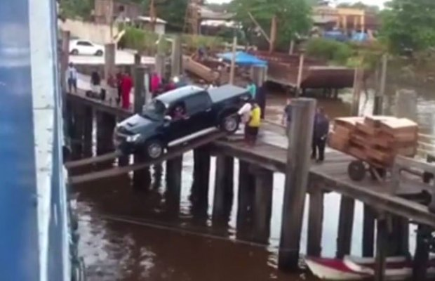 Truck Attempts to Board a Ship Over Planks!
