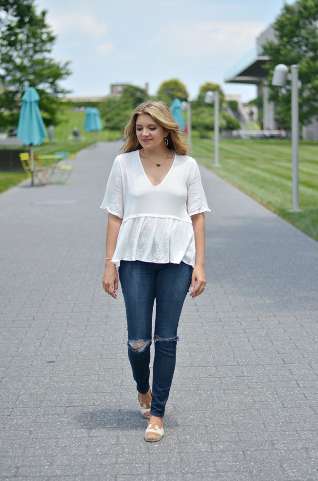 what to wear with a peplum top | www.fizzandfrosting.com